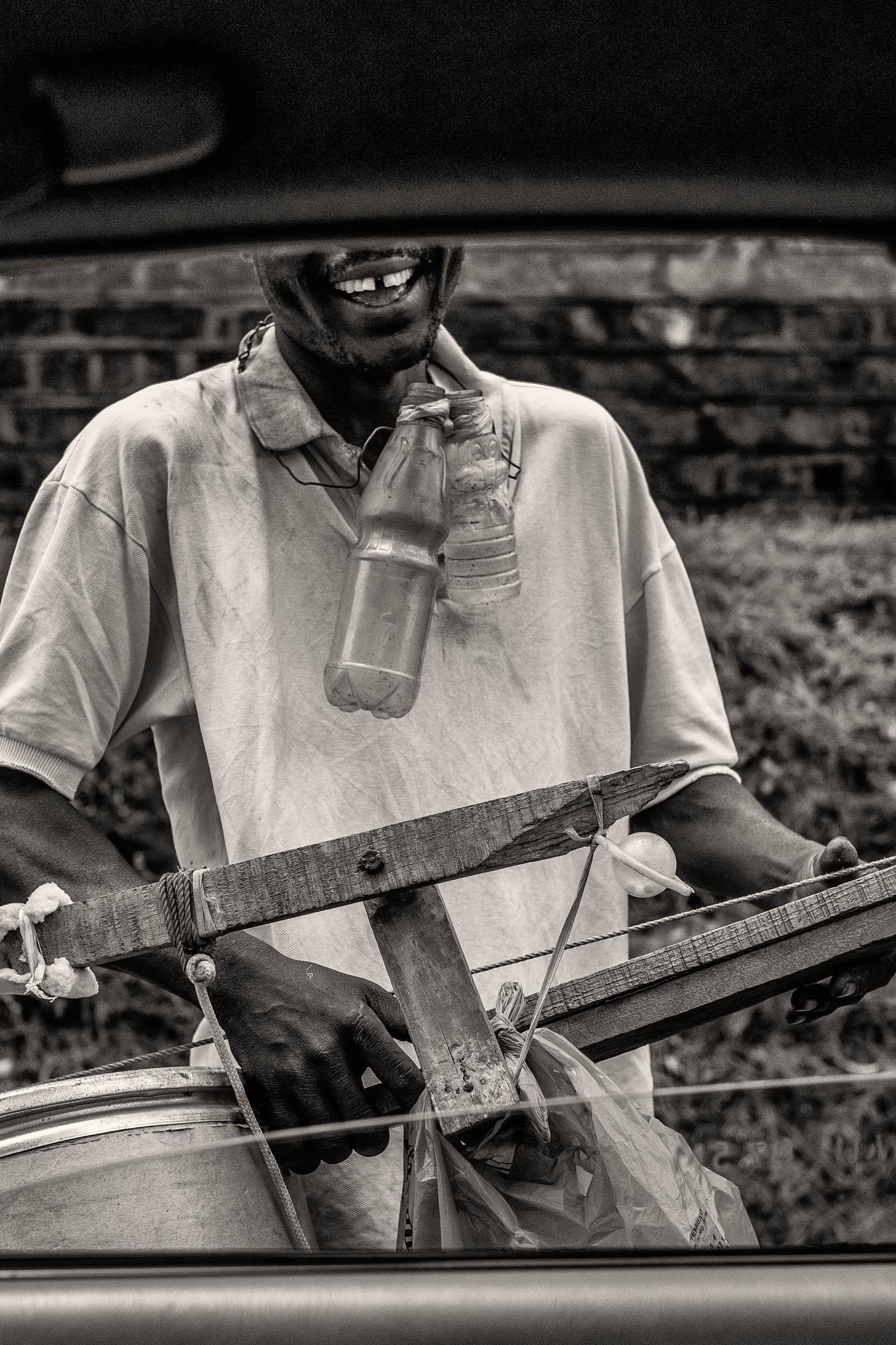 Kenyan streetmusician (2014)