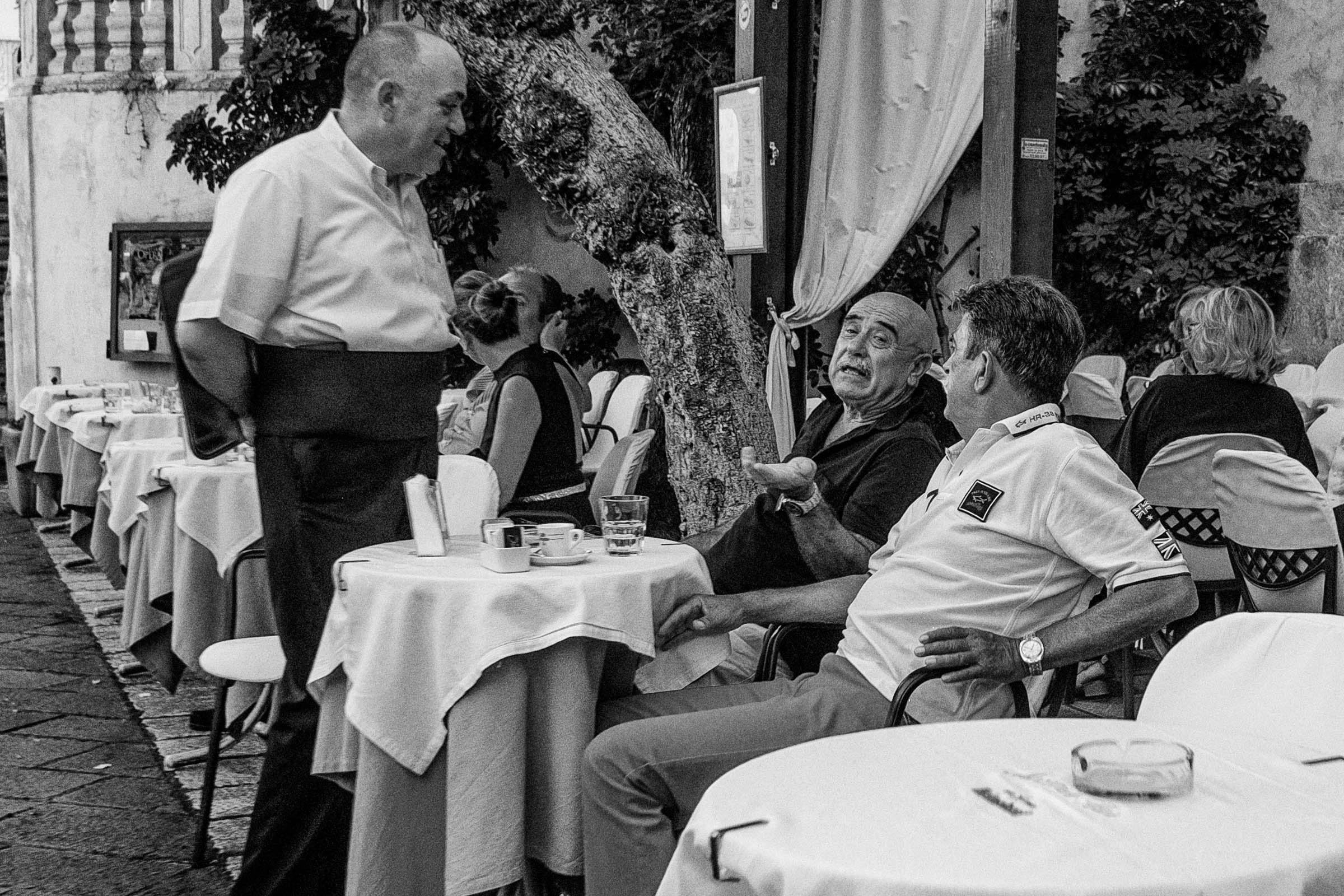 Waiter and clients in Taormina