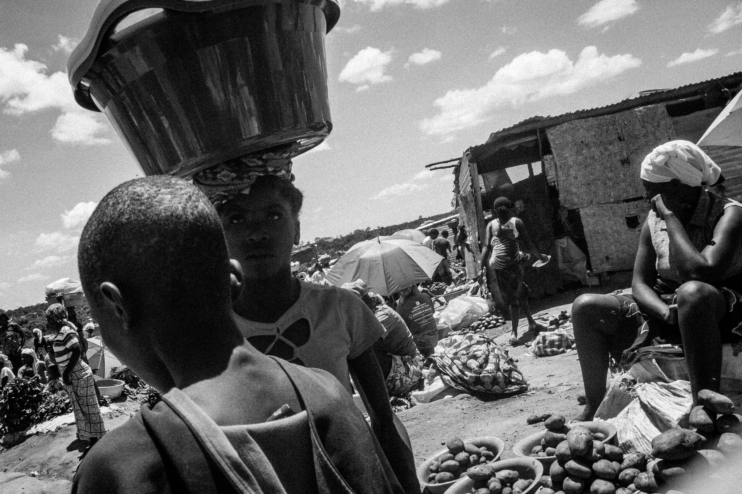 Angolan Market traders (2012)
